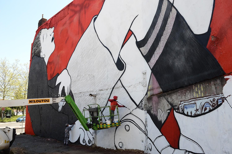 Ella-Pitr-Papiers-Peintres-Saint-Etienne-Chateaucreux-Le-coup-de-pied-à-la-lune-Mur-Graffiti-Football-2