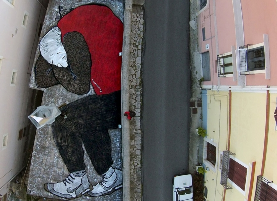 street-art-tetti-palazzi-murales-giganti-che-dormono-ella-e-pitr-02